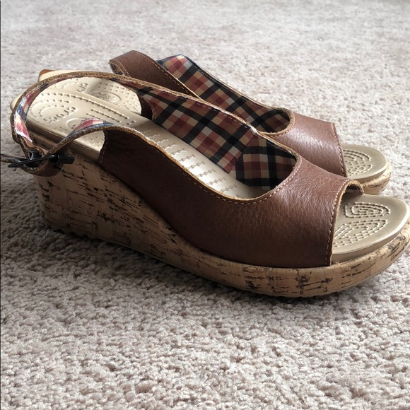 37064dfcdca5 Crocs wedge sandals women s 7